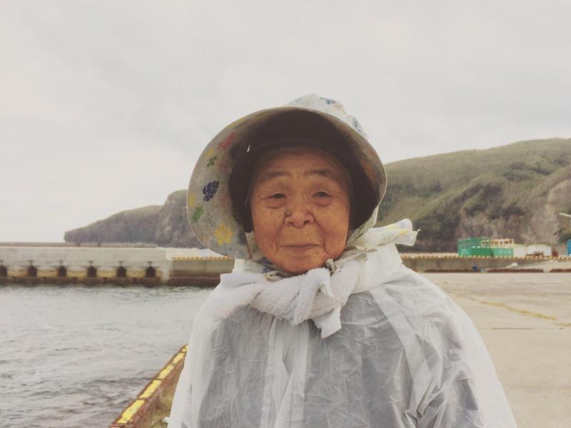 元気の秘訣は魚釣り!竹島で最高齢の日高キサさん。