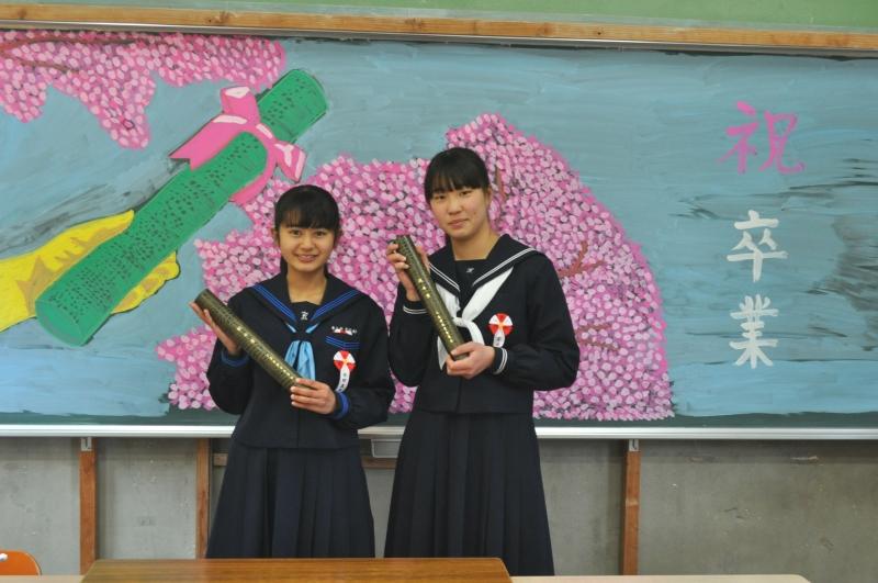 卒業生2人。離島 三島村の卒業式。