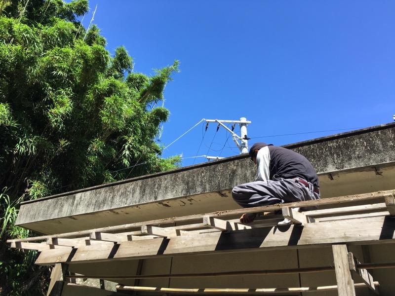 三島村で住宅の補修。大工も自分たちでやっちゃいます!