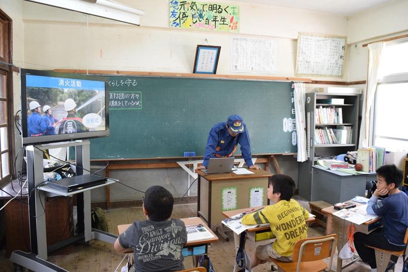 島の小学校で消防団についての講義!