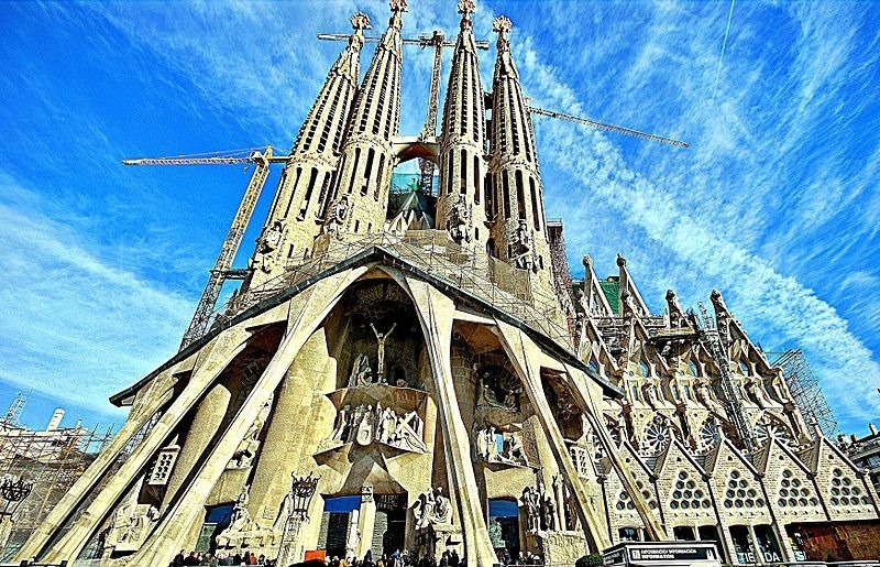 800px-Temple_Expiatori_de_la_Sagrada_Família_(Barcelona)_-_60