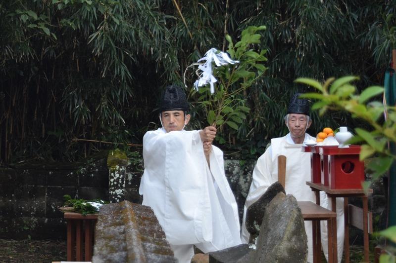 神社に島民大集合。離島の祭祀。