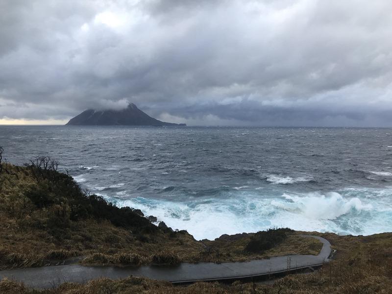 海が大荒れ!船が来ない…。離島の交通。