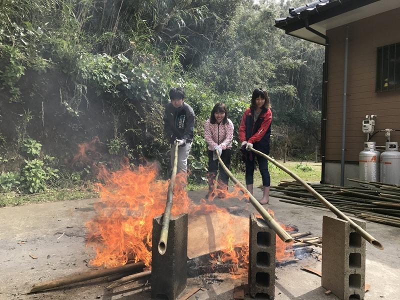 竹200本を切って焼く。離島のボランティア。
