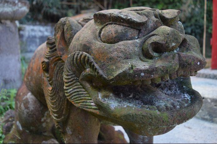 島の石でつくられた300年前の見事な彫刻。三島村の歴史vol.7。