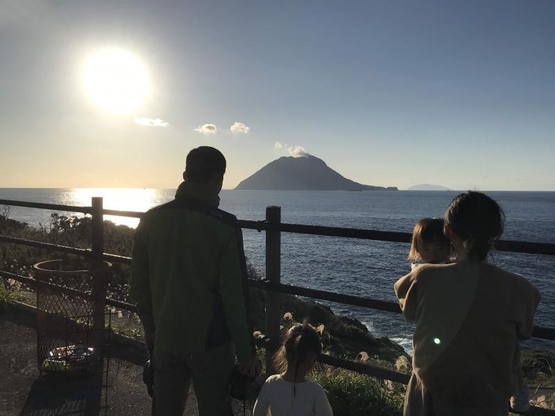 移住ドラフト会議の1位指名、金井さんが竹島に来島。