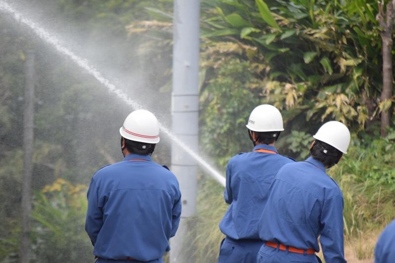 避難訓練、そして消防団出初式と放水訓練!